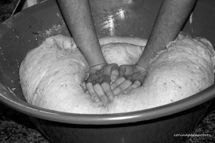 Amasando en el blog Cocina para pobres